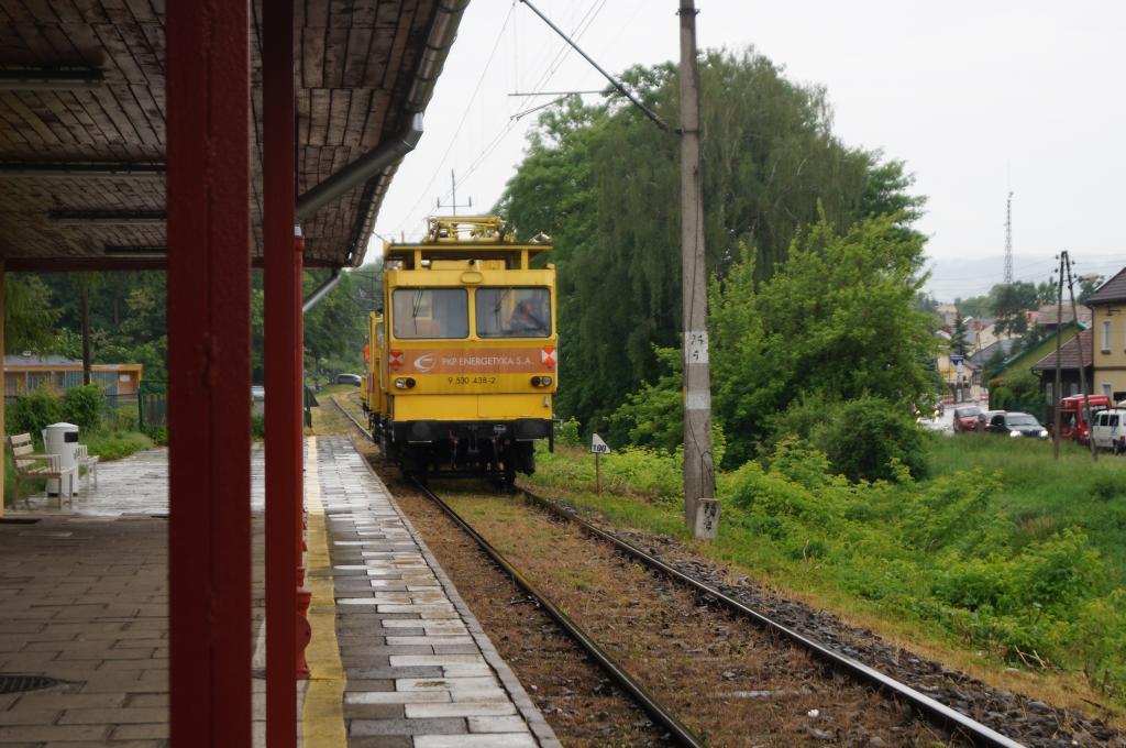 Pociąg naprawczy w drodze do miejsca awarii szynobusu