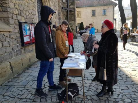 Zbieranie podpisów pod apelem poparcia, fot. Iga Michalec