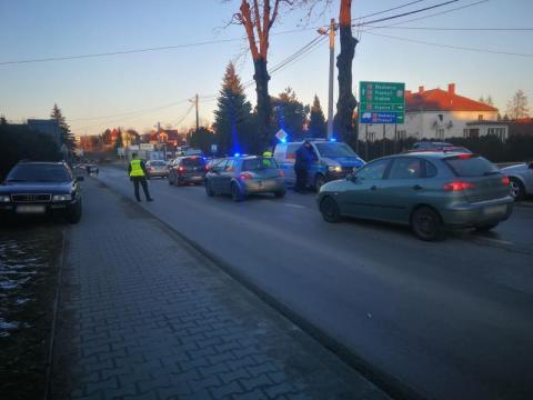 Pościg za pijanym kierowcą na ul. Węgierskiej. Mężczyzna uszkodził 5 samochodów