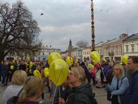 akcja żółte balony pod ratuszem, fot, czytekniczka