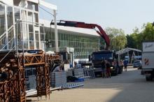 Krynicki deptak zamienia się w gigantyczne konferencyjne centrum. Jak się buduje miasteczko Forum Ekonomicznego