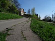 Chodnik pojawia się i znika na ul. Wrześniowskiej