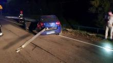 Fuks stulecia! Auto przebite na wylot barierą energochłonną a kierowca cały!