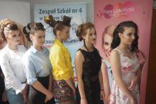 Fryzury awangardowe, klasyczne, wieczorowe... Młode fryzjerki dały popis swoich umiejętności [WIDEO]