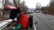 Tragiczny wypadek na drodze krajowej w Witowicach. Kierowca zakleszczony w aucie