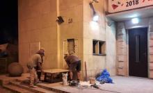 z frontowej ściany Miejskiego Ośrodka Kultury usunięto tablicę upamiętniającą I rocznicę