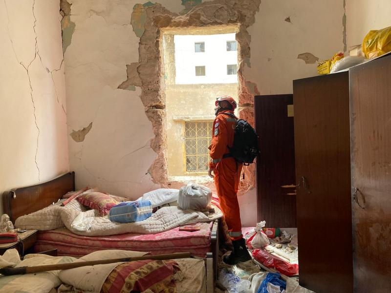 Bejrut: minął kolejny dzień poszukiwań. Strażacy z Sącza przeszukują gruzowisko