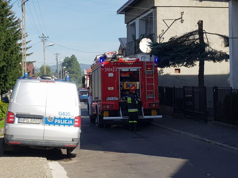 Straż pożarna i policja na ulicy Bema w Nowym Sączu. Co tam się stało? [ZDJĘCIA]