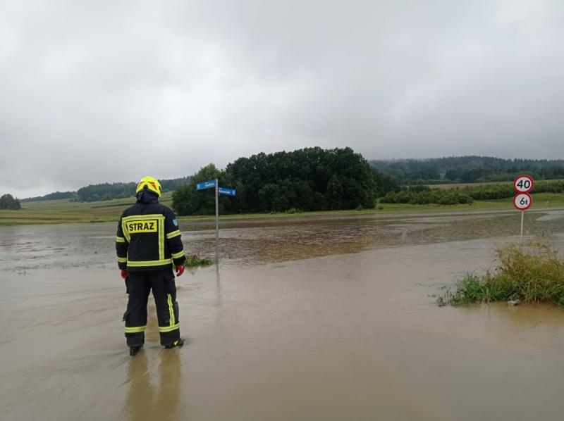 Powodziowy horror. Strażacy od rana mają pełne ręce roboty [ZDJĘCIA]