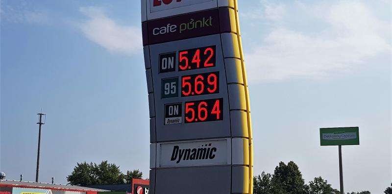 rednio o 13 groszy podrożały paliwa w ciągu ostatniego tygodnia, niebezpiecznie zbliżając się do poziomu 6 zł za litr. Z prognoz analityków rynku wynika, że średnia cena PB98 już w tym tygodniu przekroczy pułap 6 zł za litr.