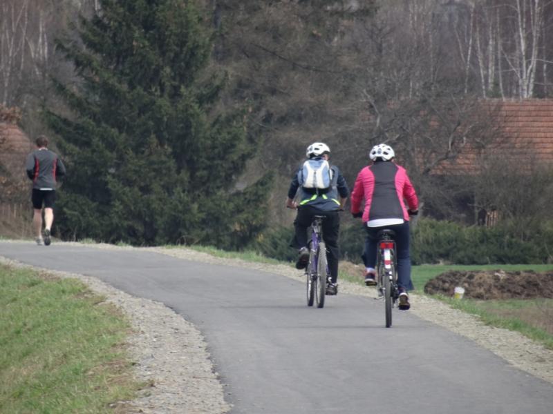 Sądeczanie pokochali wyprawy rowerowe. Co zrobić, aby być bezpiecznym na drodze?