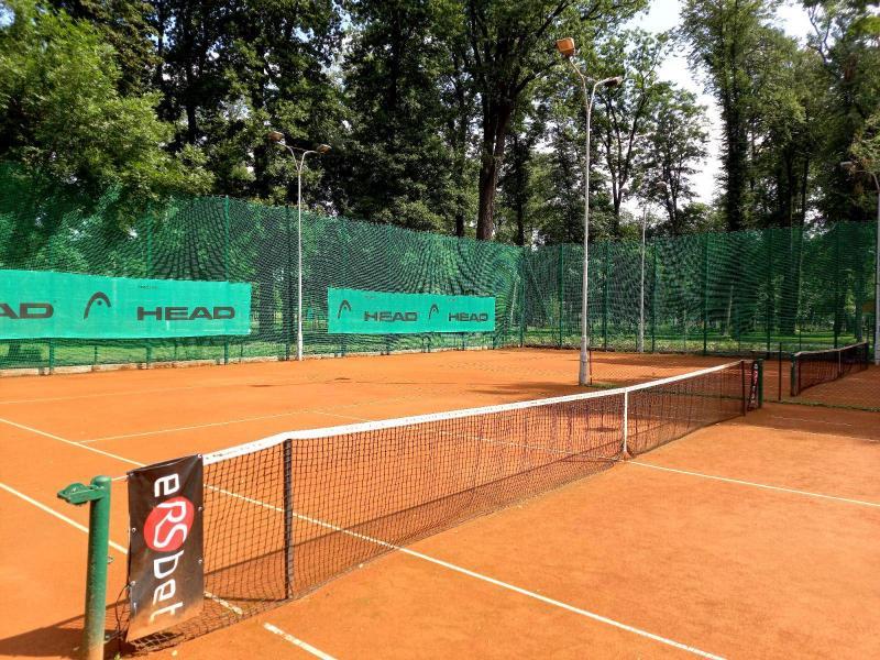 Korty tenisowe w Nowym Sączu i okolicach. Gdzie można zagrać i za ile? [LISTA]