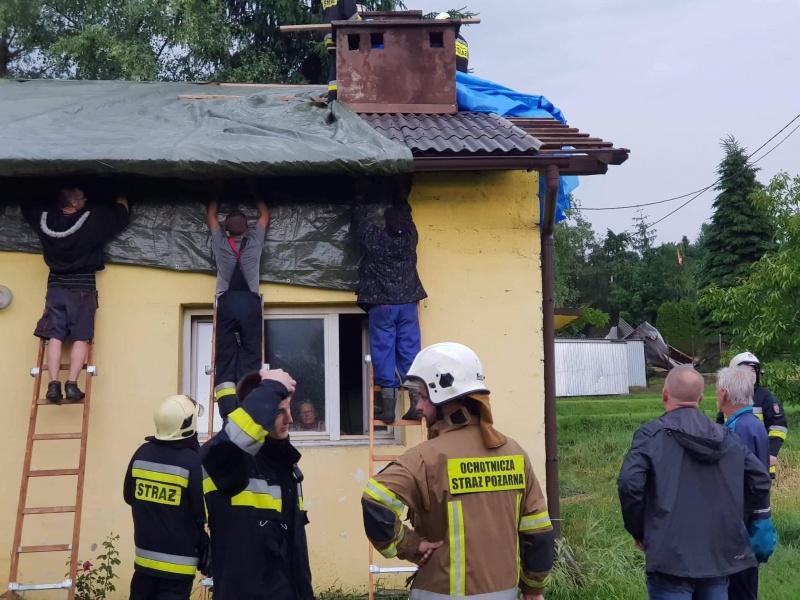 W kulminacyjnym momencie Korzenną ratowało 118 strażaków. Nie byli sami