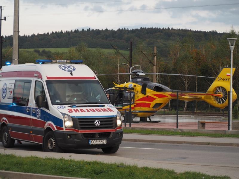 Dramatyczny wypadek na terenie jednej z firm. Lekarze walczą o życie pracownika