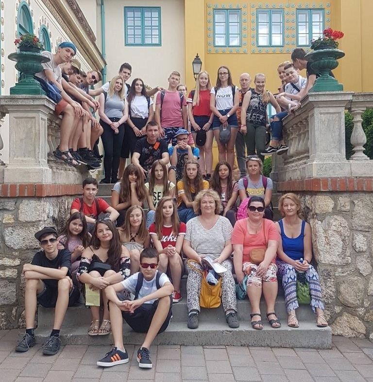 Młodzież ze szkół w Marcinkowicach i Krasnem Potockim na Węgrzech