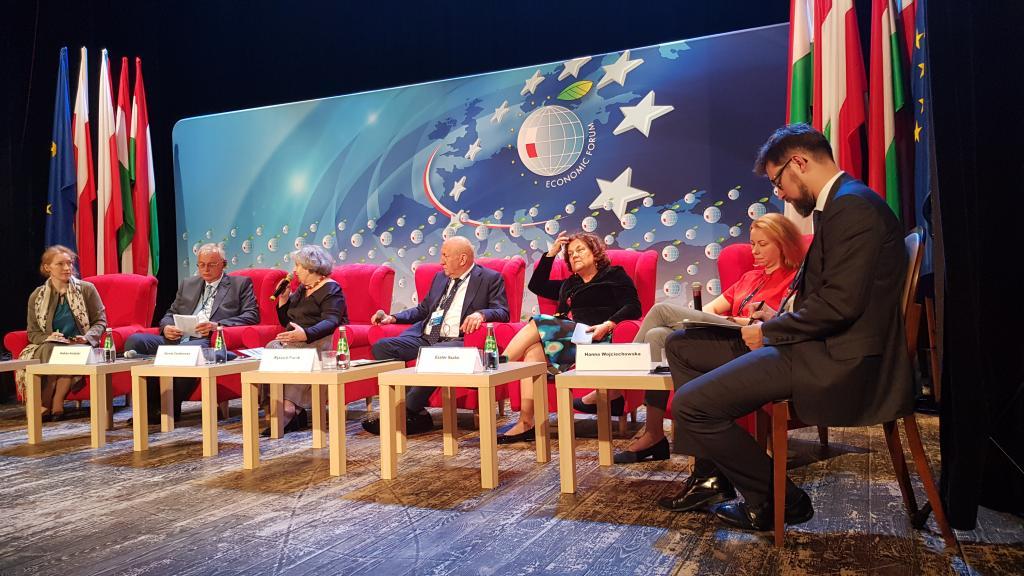 O gospodarce opartej o wiedzy dyskutowali w Starym Sączu politycy i przedsiębiorcy. Fot. TK