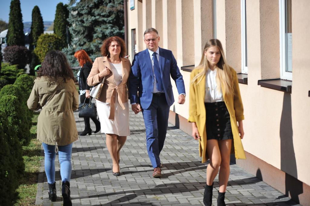 Arkadiusz Mularczyk i Iwona Mularczyk z córką