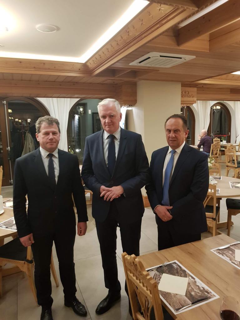 Swojego poparcia w wyborach do Sejmu dla Andrzeja Gut-Mostowego udzielił Jerzy Wałęga, wójt gminy Moszczenica.