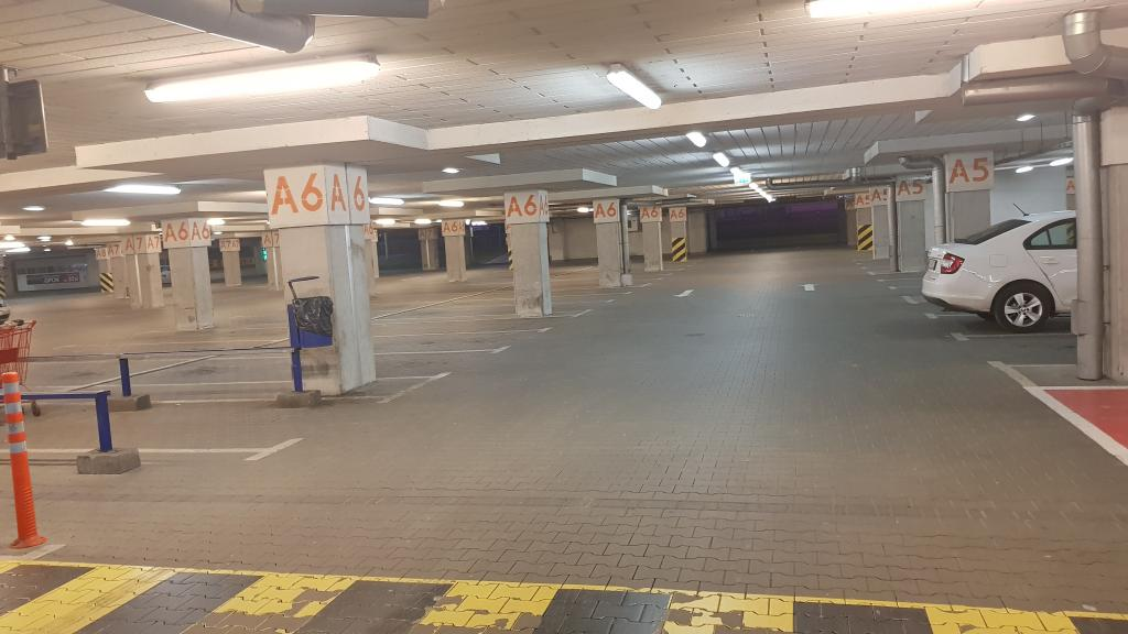 28 marca 2020: pusty parking Galerii Sandecja
