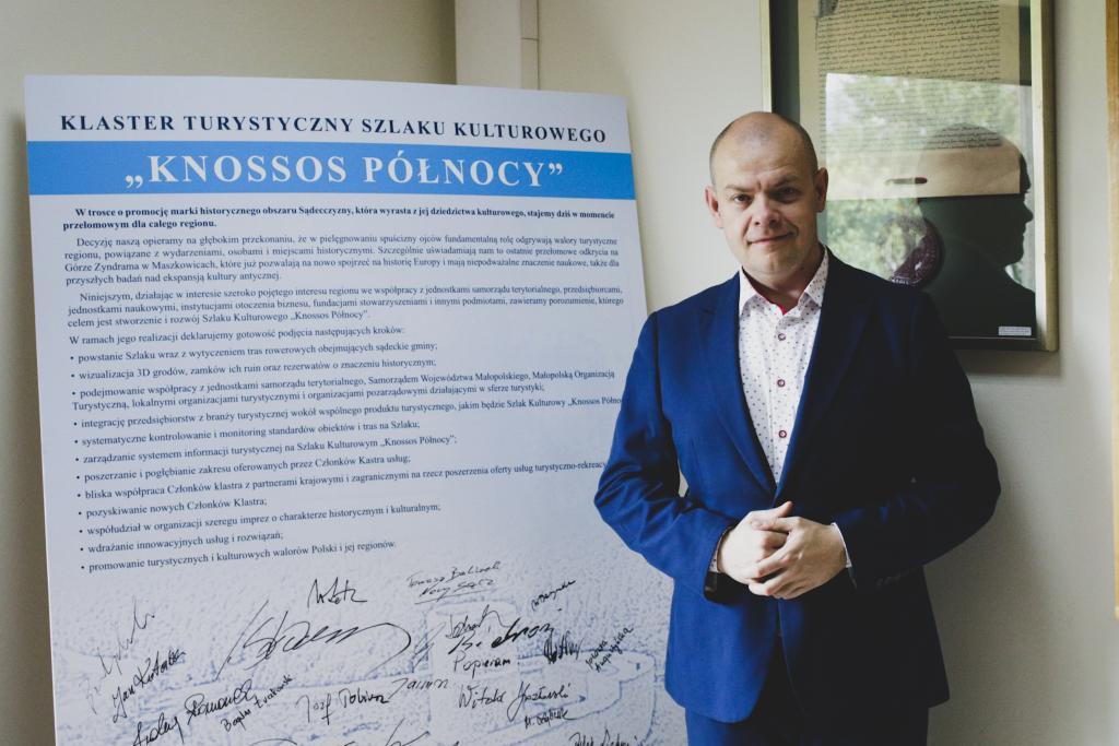 """Tomasz Michałowski, szef gabinetu politycznego Ministra Edukacji i Szkolnictwa Wyższego też wspiera klaster """"Knossos Północy""""."""