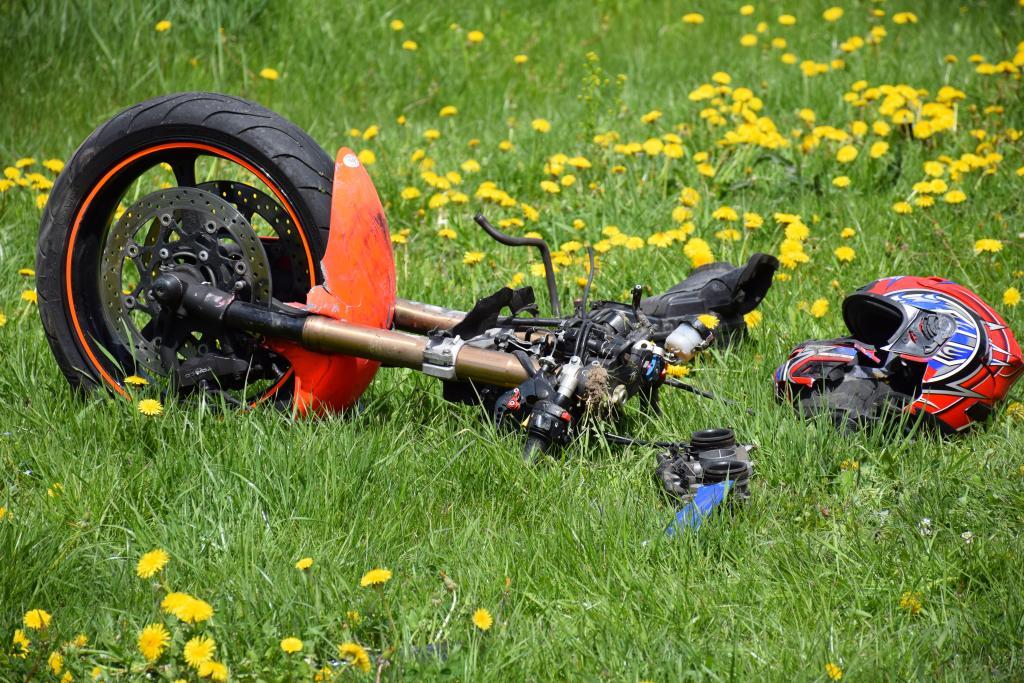 Wypadek motocyklisty w Powroźniku. Fot. Andrzej Gulewicz