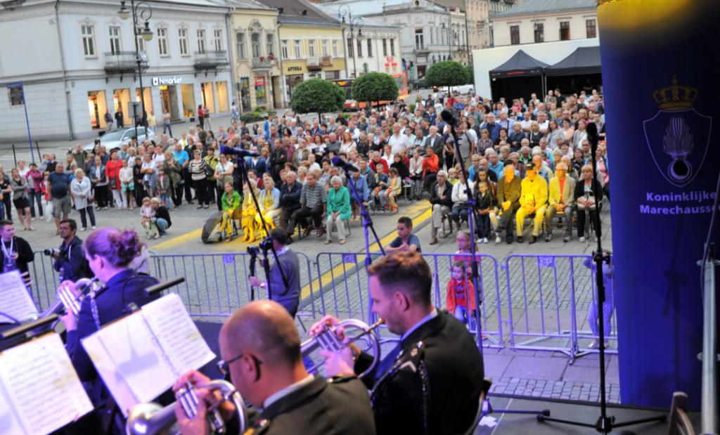 orkiestra z Holandii na Rynku Nowy Sącz 7 lipca