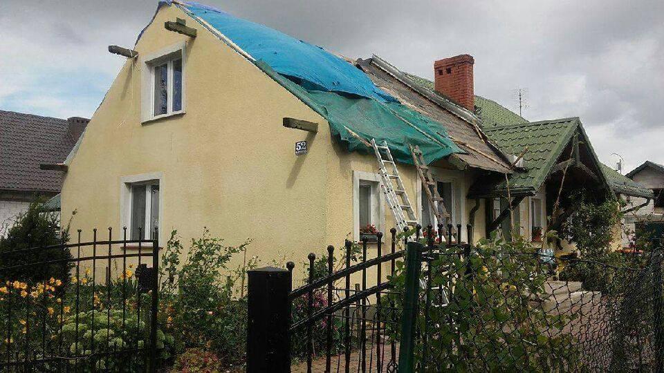 Jeden z uszkodzonych domów, które chcemy naprawić