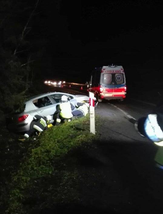 Auto wypadło z drogi w Szczawie