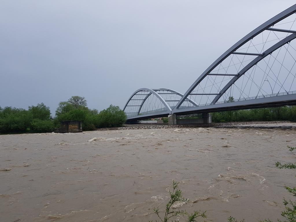 Nowy most heleński nie ma wsporników w nurcie, nie ma więc obawy o uszkodzenia.