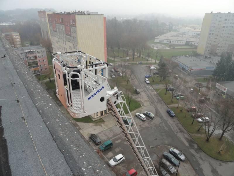 ćwiczenia strażackie na wysokich obiektach