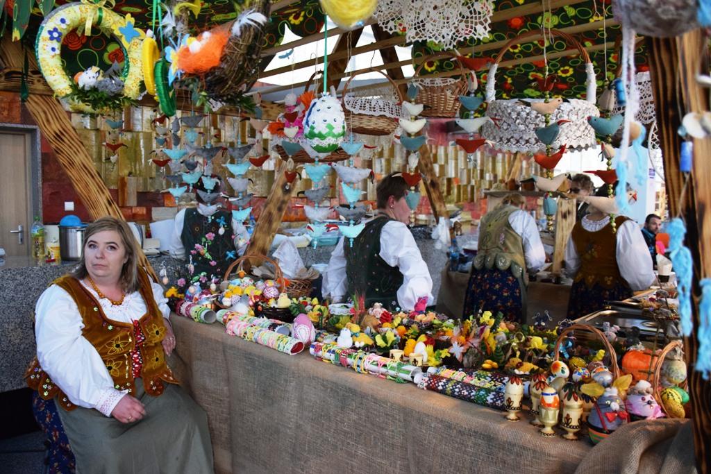 Krynica: pisanki, zajączki, palemki, mazurki na II Jarmarku Wielkanocnym