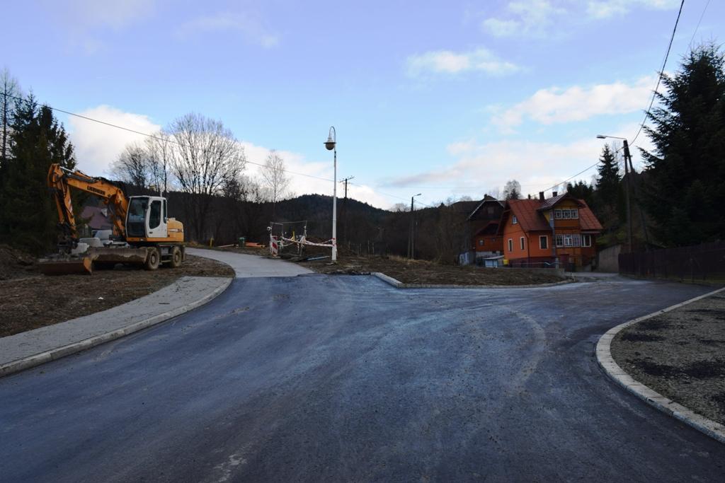położyli asfalt na ulicy Źródlanej w Krynicy-Zdroju!