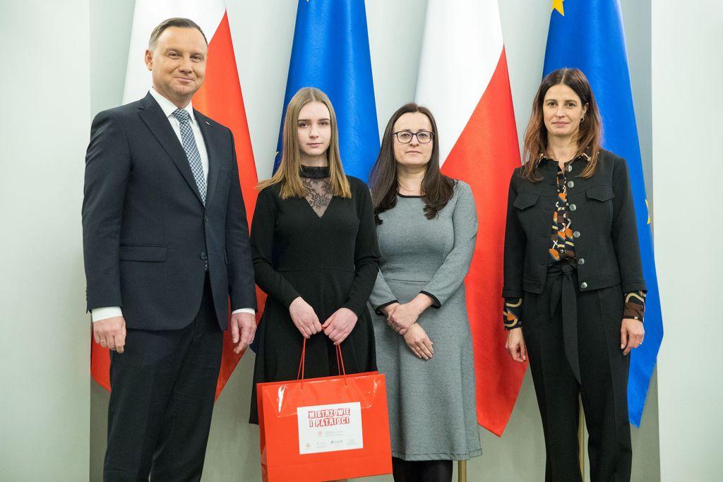 Julia Sokołowska odebrała nagrodę od prezydenta.