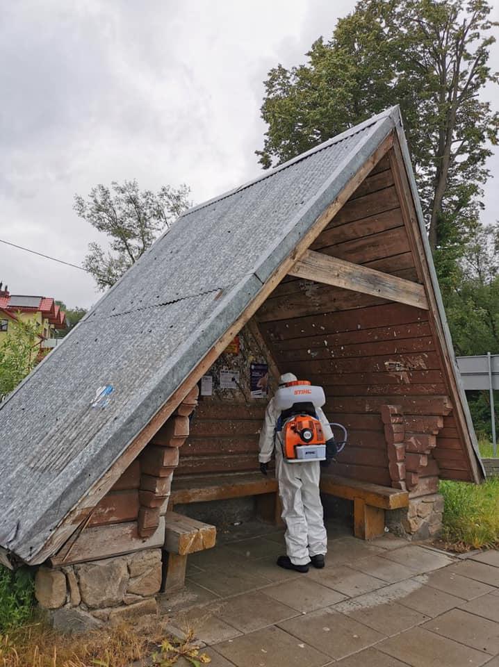 Dezynfekcja przystanków w gminie Łabowa