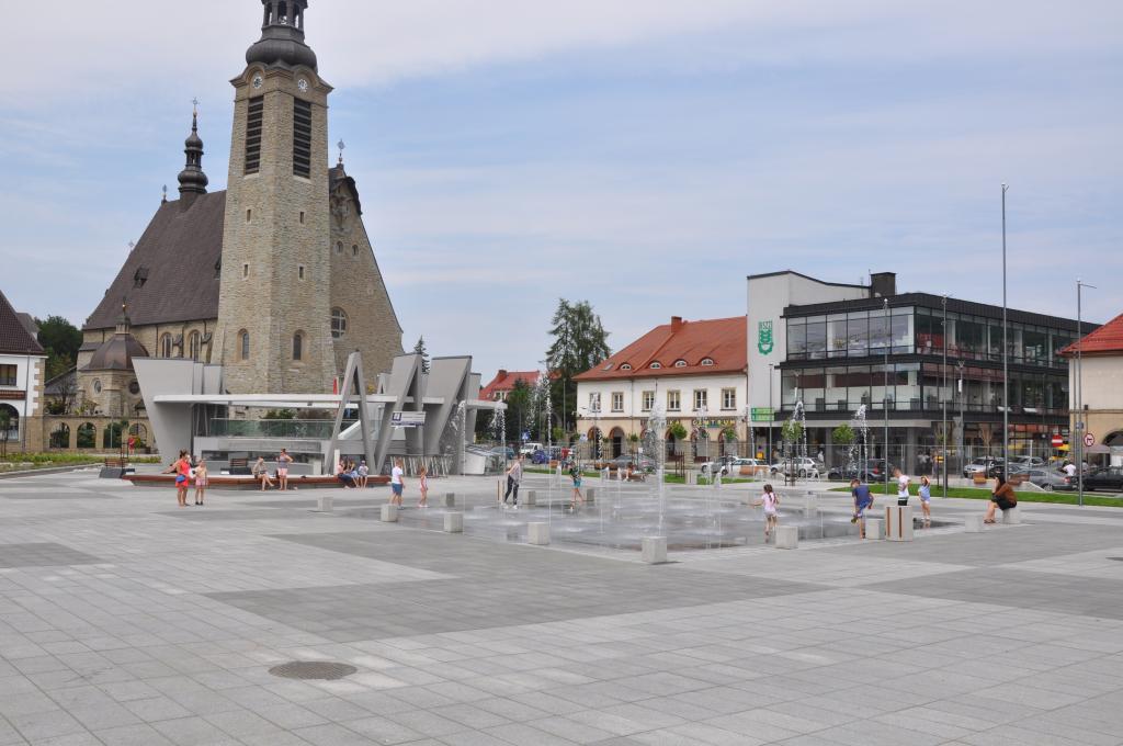 Nowy rynek w Limanowej, fot. Sądeczanin