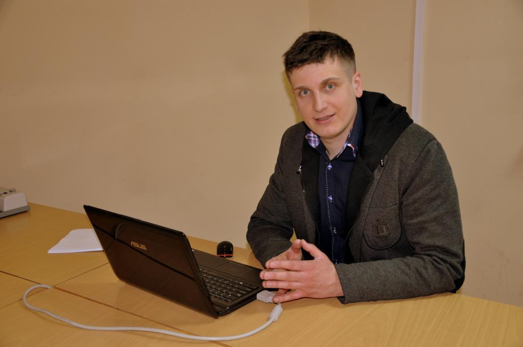 Rzecznik prasowy PWSZ dr Tomasz Zacłona