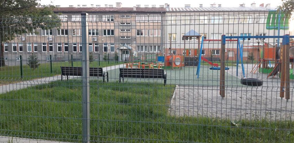 Plac zabaw przy ulicy Broniewskiego w Nowym Sączu. fot. Sądeczanin
