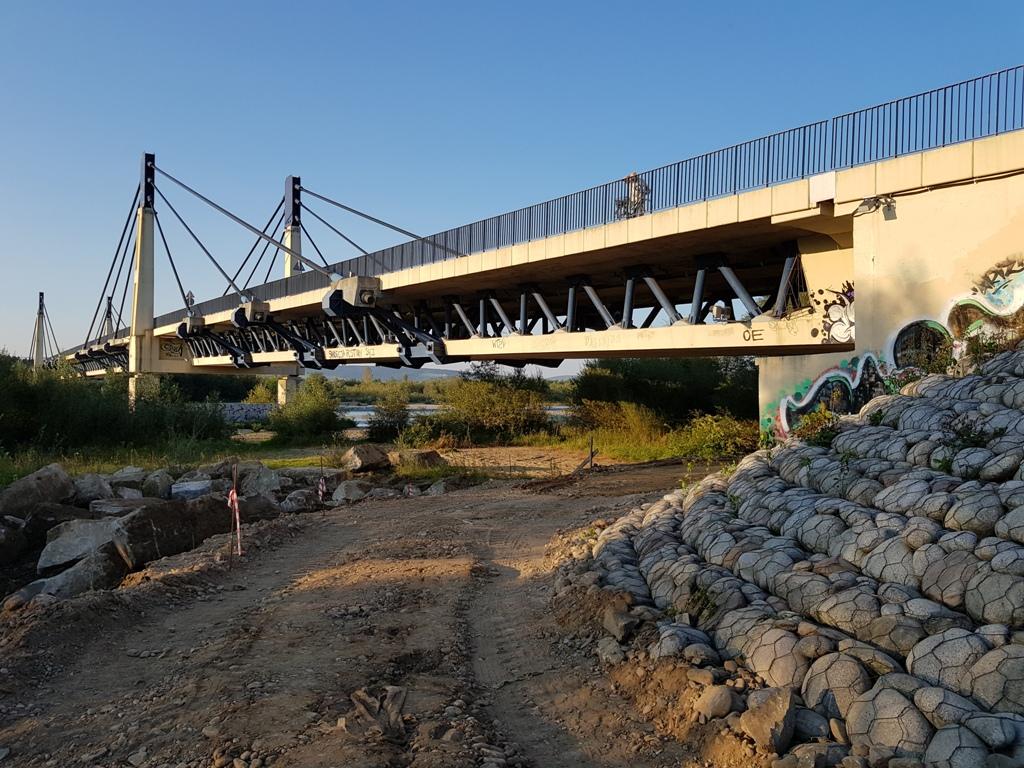 Tego jeszcze nie było! Pod tym mostem podwieszą kładkę dla rowerów