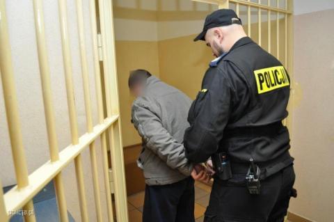 Był poszukiwany listem gończym. Policjanci znaleźli go na strychu domu