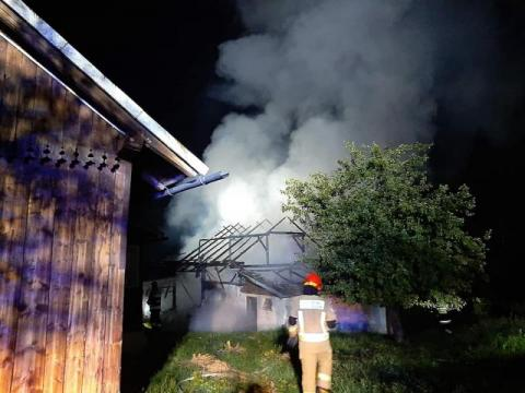 Drewniany budynek spłonął doszczętnie. Czy to sprawka podpalacza?