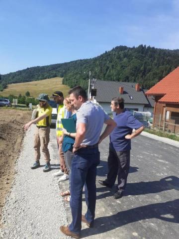 Absurd do naprawy: 275 metrów wielkiej drogowej radości w Zubrzyku