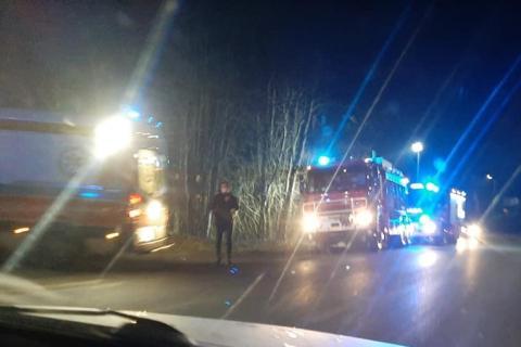 Z ostatniej chwili: groźny wypadek w Naściszowej. Samochód wpadł do potoku