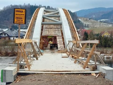 Mosty rowerowe VeloDunajec rosną w oczach. Niebawem dojedziemy do Szczawnicy