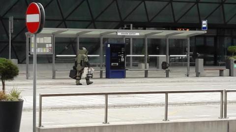 Bomba na krakowskim lotnisku? Zobacz, co było w walizce