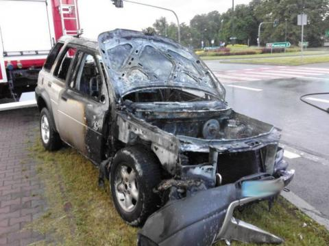 Pożar na rondzie Solidarności. Z samochodu pozostał jedynie wrak