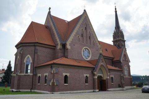 """W październikowym numerze """"Sądeczanina"""" znajdziecie wszystko o parafii w Stróżach"""