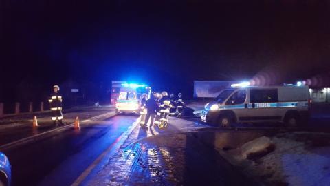 Wypadek w Moszczenicy. Zderzyły się czołowo dwa samochody