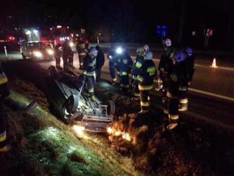 Co się stało w Bilsku? Samochód wypadł z drogi i zatrzymał się na dachu