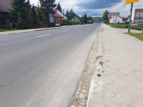 wyszczerbione krawężniki na ul. Krakowskiej, fot. Iga Michalec