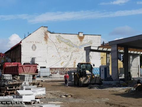 - Kupuję ten pomysł!! - prezydent o odnowieniu murali z mapami Nowego Sącza!